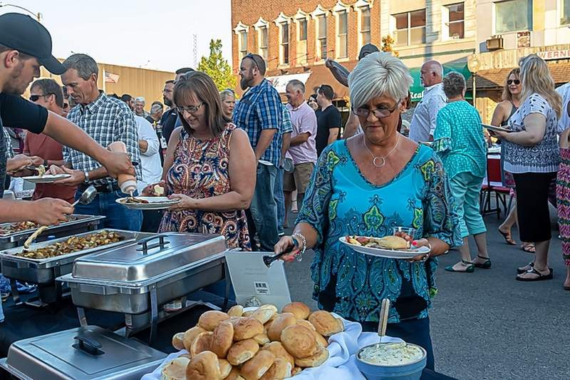 The buffet line was a constant flow at last Thursday's Farm to Table event in downtown Du Quoin.