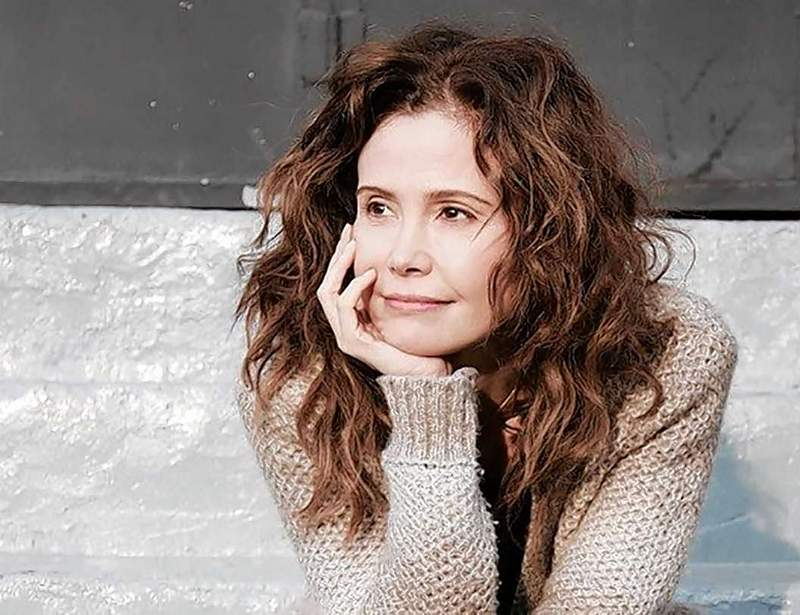 Reiko Aylesworth makes her film directing debut with 'Veronica.' Alyesworth, who is in Southern Illinois to visit family, has been a working actress for nearly 30 years. She might be recognizable to TV audiences from her role on '24' and 'Lost.'