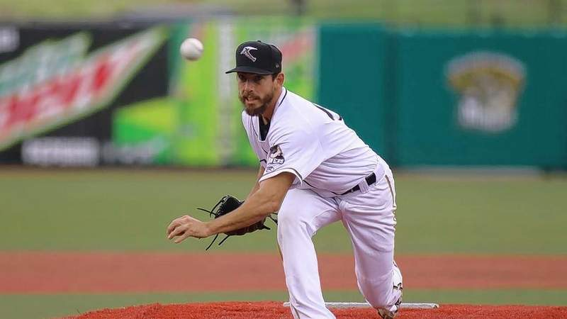 Southern Illinois southpaw Marty Anderson was dealing Tuesday night in earning the victory for the Miners.