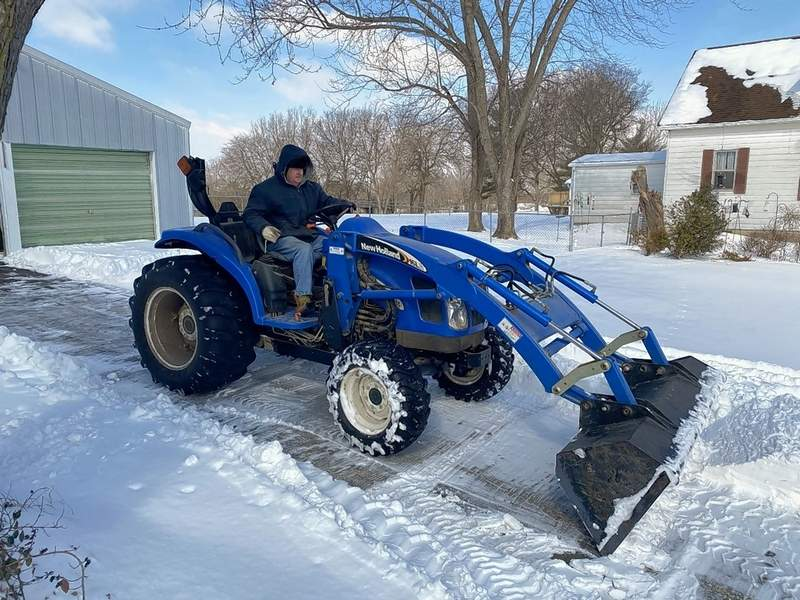 Ray Mueller is an expert driver of his beautiful New Holland tractor, and he put it to good use last week.